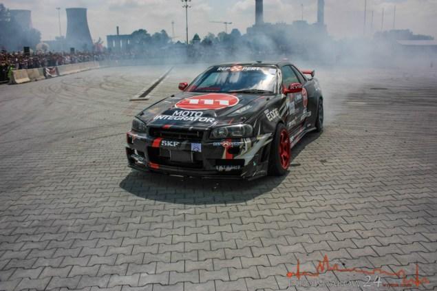 Drift w wykonaniu Bartosza Ostałowskiego, który jest prawdopodobnie jedynym profesjonalnym kierowcą wyścigowym,który prowadzi samochód stopą. Fot. Bogusław Świerzowski/INFO Kraków24