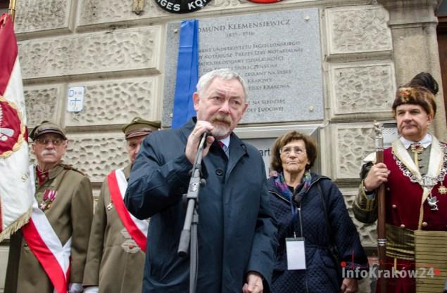 Odsłonięcie tablicy pamiątkowej zasłużonego absolwenta UJ – Edmunda Klemensiewicza. Fot. Bogusław Świerzowski/ INFO Kraków24