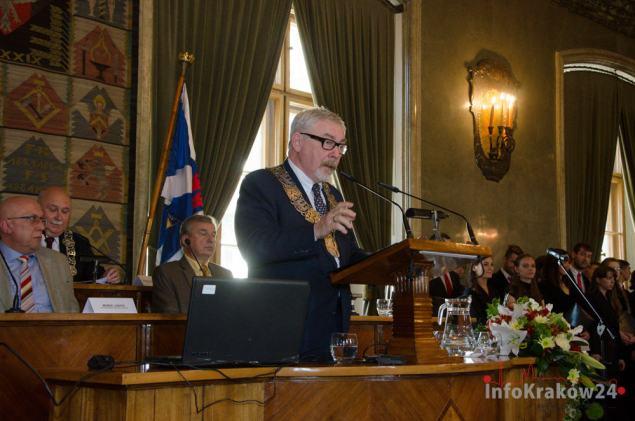 Prezydent Krakowa Jacek Majchrowski podczas uroczystej sesji Rady Miasta. Fot. Bogusław Świerzowski / INFO Kraków24