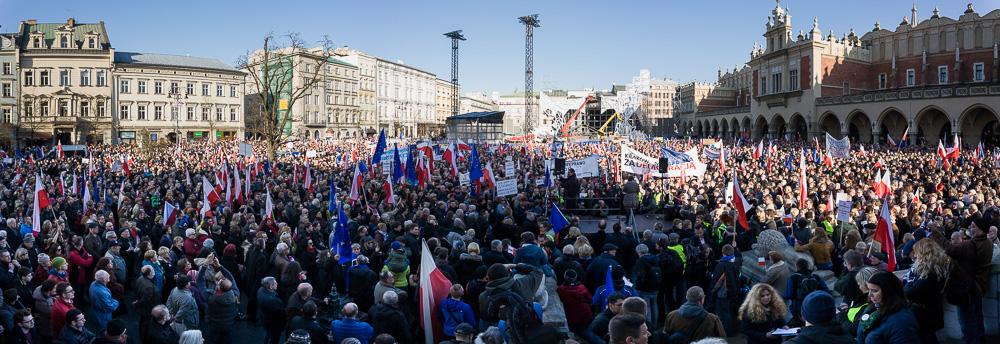 Manifestacja KOD w Krakowie. Fot. Jan Graczyński / INFO Kraków24