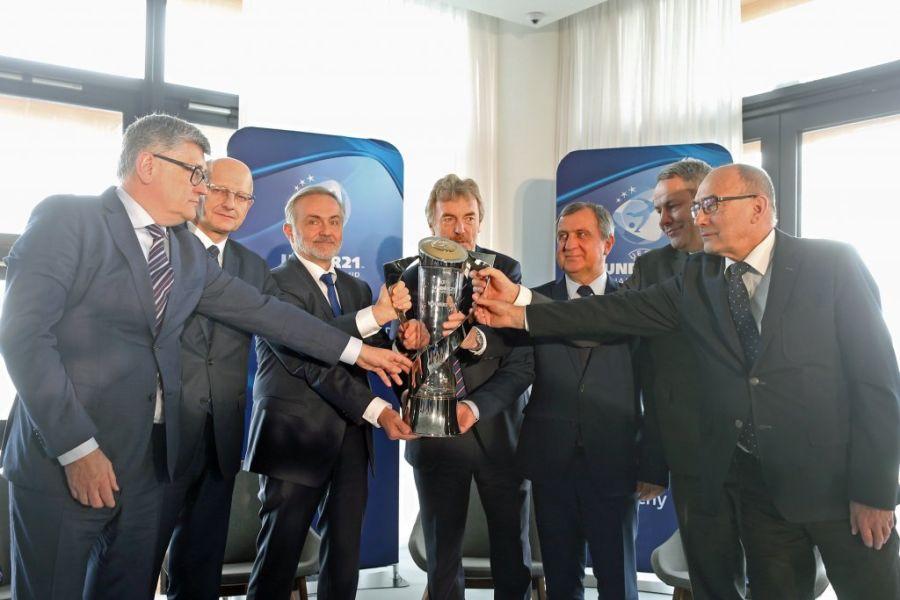 Puchar UEFA EURO U21 przekazany miastom-gospodarzom