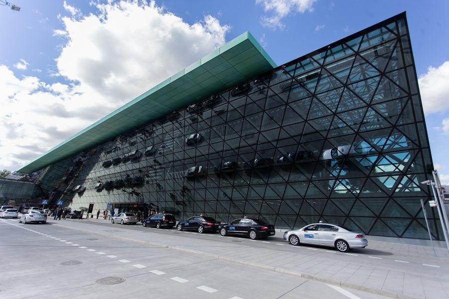 Poleć #PROSTOzKRAKOWA. Więcej pasażerów na Kraków Airport