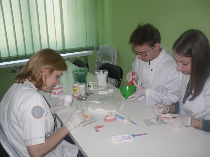 Zadania higienistki stomatologicznej kluczowe dla kompleksowej opieki dentystycznej