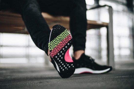 Tkana cholewa? Cztery kolekcje upodabniające sneakersy do skarpet