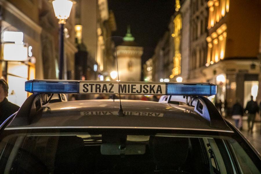 Nocne patrole na ulicach Krakowa [ wideo ]