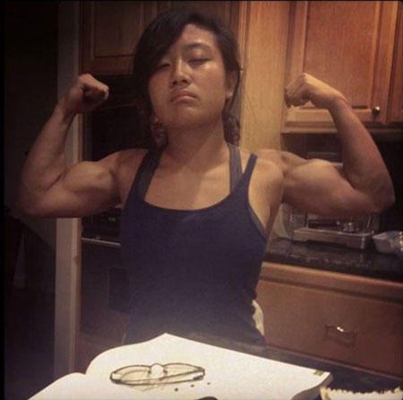 perfect-angle-funny-arms-flex-girl