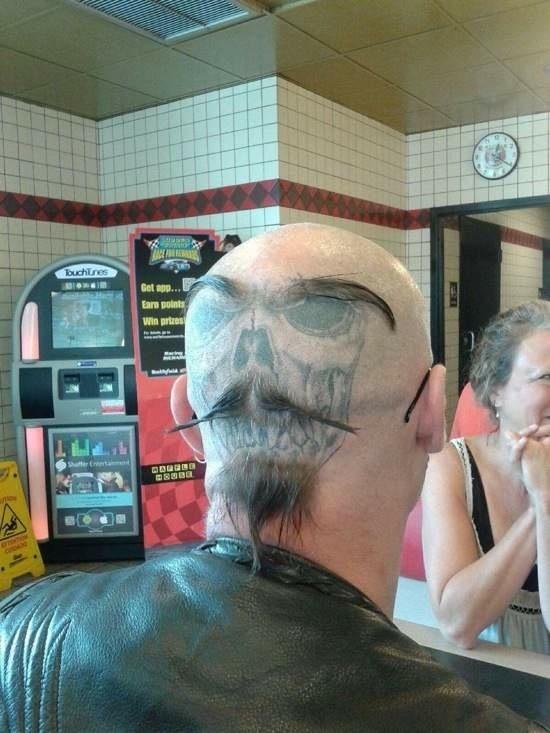 Coupe de cheveux tête de mort