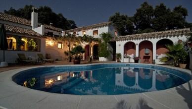 5 bonnes raisons de louer une villa de vacances avec piscine