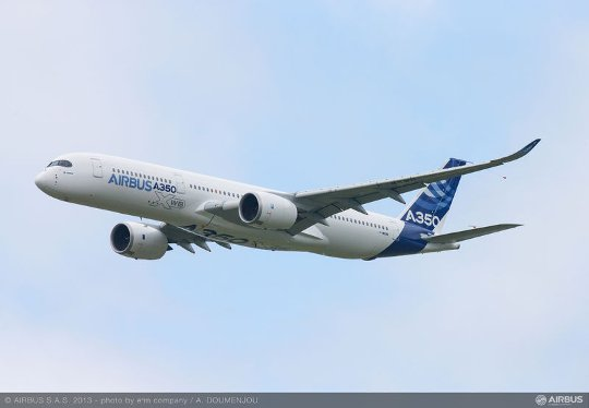 A350_XWB_Fly_over_
