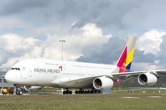 Asiana_A380_rolls_out_of_paintshop_3