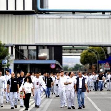 """Fiat Pomigliano gli operai """"boccheggiano"""" e i sindacati cosa fanno?"""
