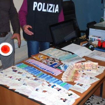 Timbri del Giudice di Pace, medici, notai e carte d'identità false. Arrestato consulente di infortunistica stradale