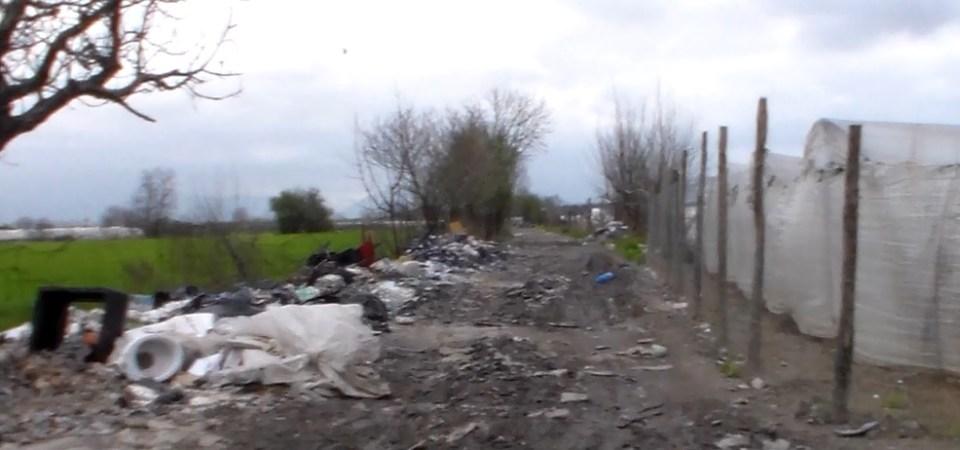 """Ecco come i rifiuti si """"differenziano"""" nelle campagne di Succivo"""