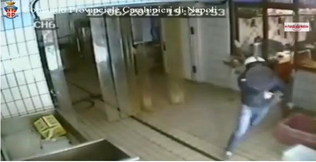 Camorra, il video choc dell'omicidio Felaco