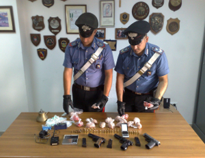 Caivano, sequestrate armi e droga al Parco Verde