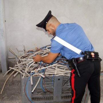 Giugliano, i carabinieiri controllano i campi nomadi e sequestrano 400 Kg di rame rubato e tre auto di grossa cilindrata.