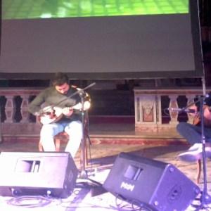 """Sant'Antimo, stupore e divertimento per il """"Dark side of the mandolin"""""""