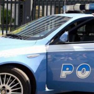 Napoli, rapinano un giovane avvocato poi scappano. Arrestati dai 'Falchi' due malviventi
