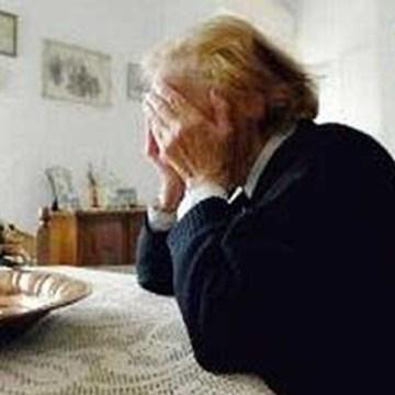 Truffa un'anziana fingendo di consegnare un pacco per il figlio. Bloccato da un carabiniere libero dal servizio