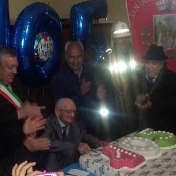 San Gennaro Vesuviano, l'amministrazione festeggia i 105 anni di Michele Nunziata