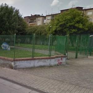 Grumo Nevano, villa comunale pattumiera della città. Guarda le foto della vergogna