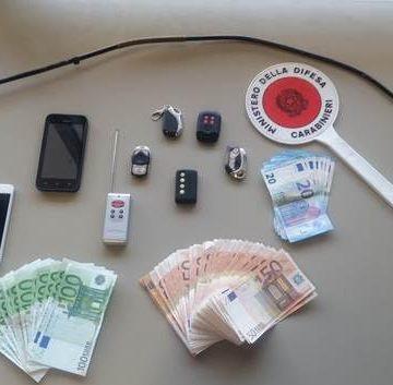 Ladri in trasferta a Caserta. Rinvenuto un bottino di 4 mila euro, carte di credito e cellullari