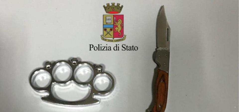 Napoli, cresce l'allarme per le baby gang. Due minori fermati con tirapugni e coltello a scatto