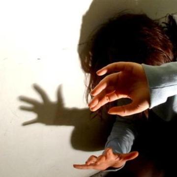 Qualiano, violenza sessuale su alunno delle elementari. Arrestato collaboratore scolastico