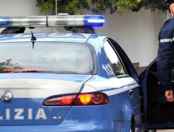 Napoli, ruba un auto e sperona la volante. Arrestato dalla polizia dopo inseguimento