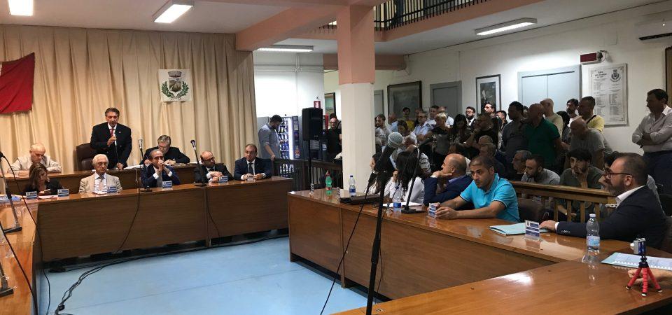 """Grumo Nevano, voci di ricatto al sindaco dopo la sfiducia. Chiacchio, Faccenda, Conte e Landolfo: """"Nessun ricatto, Di Bernardo appartiene al passato"""""""