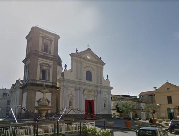 Grumo Nevano, ancora atti vandalici sul piazzale della Basilica San Tammaro. Don Carmine: basta!