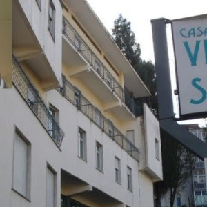 Napoli, Clinica Villa del Sole, l'ortopedico Paolo Iannelli ancora nei guai. Arresti domiciliari e sequestro preventivo da 5 milioni