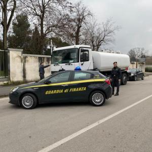 Caserta, gasolio di contrabbando, bloccato carico da 13 mila litri