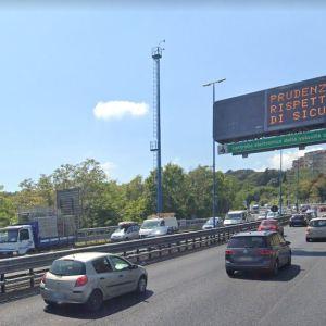 Napoli, travolge una moto sulla Tangenziale e fugge. Studente di Salerno denunciato per fuga ed omissione di soccorso