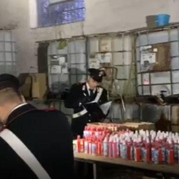Coronavirus, laboratorio abusivo di sanificante per le mani: sequestrati 5000 flaconi pronti alla vendita. Il video