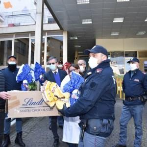 La polizia ritrova uova di Pasqua rubate e il commerciante le dona al Santobono di Napoli