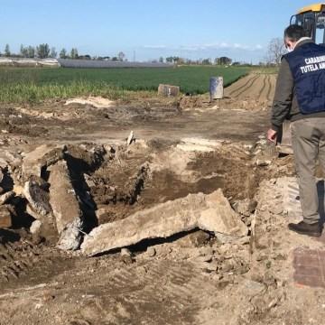 Terra dei Fuochi, rifiuti speciali smaltiti in area agricola. Sequestro da 250 mila euro.