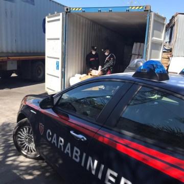 Casoria, in auto con 400 stecche di sigarette di contrabbando: maxi sequestro dei carabinieri da 200 mila euro