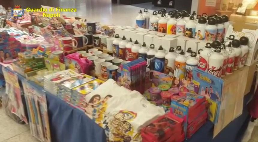 """Centro commerciale """"La Birreria"""": sequestrato stand con 2200 articoli contraffatti"""