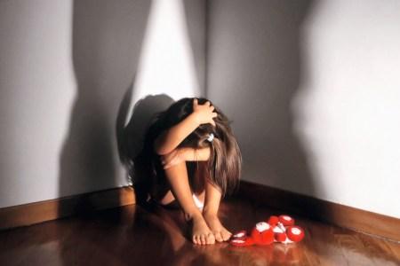 Afragola, maltrattava le figlie minorenni dal 2008. Arrestato 43enne