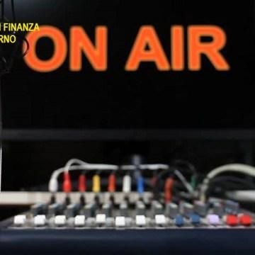 Angri, trasmissione radiofonica illegale. Le fiamme gialle bloccano la trasmissione e sequestrano le apparecchiature