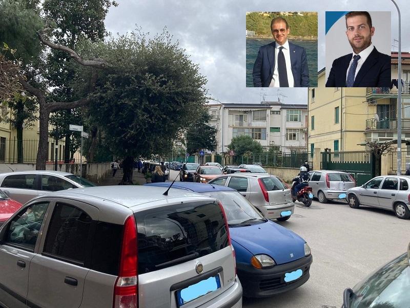 Grumo Nevano, caos viabilità e sosta selvaggia nei pressi delle scuole: gli assessori Caso e Grande  pagati per non risolvere il problema
