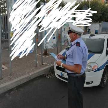 Arzano, affissioni elettorali selvagge. Sanzioni e controlli serrati da parte della polizia municipale