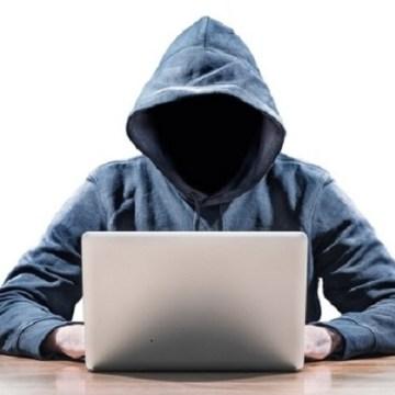 Napoli, giornata mondiale degli insegnanti. La polizia postale in cattedra per discutere sui temi della sicurezza del web