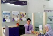 CS Bank Muamalat Melayani Nasabah