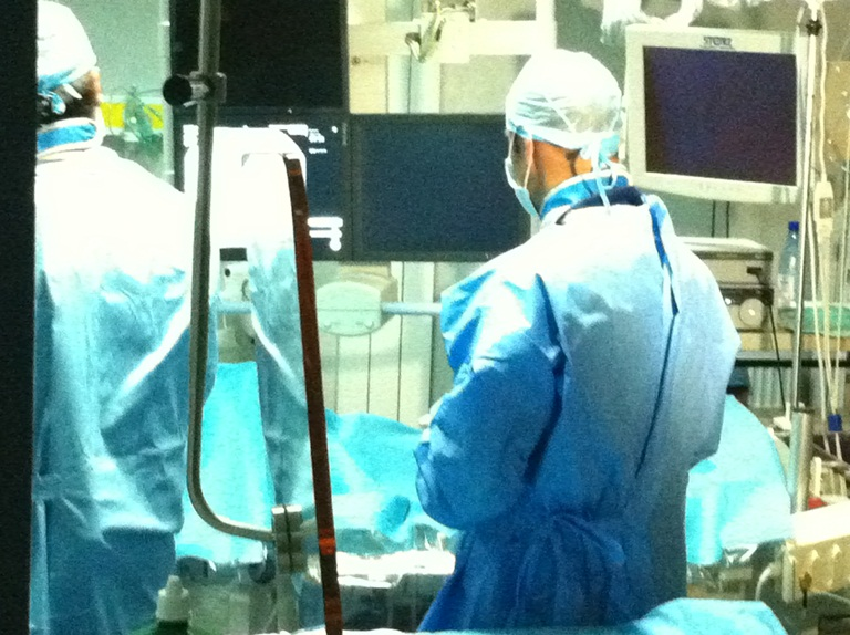 Soluții inovatoare pentru durerile de spate  Premieră medicală est europeană – prima operație de epiduroscopie