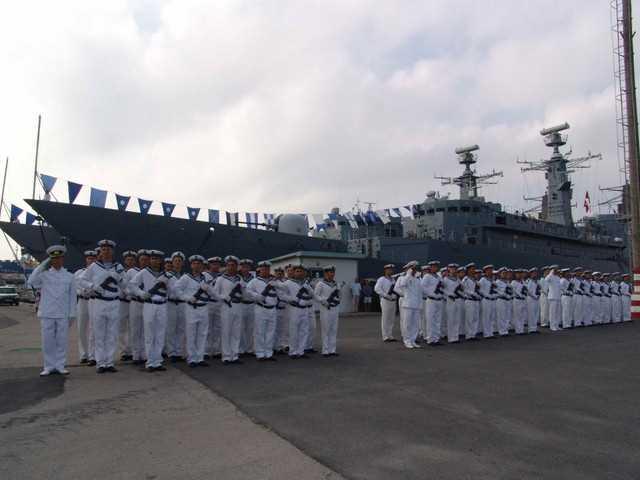 Marinarii militari sărbătoresc Ziua Imnului Naţional