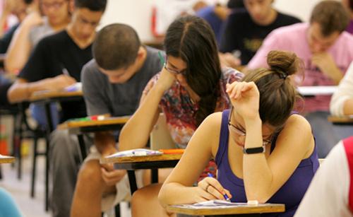 Incep pregătirile pentru examenele internaţionale Cambridge