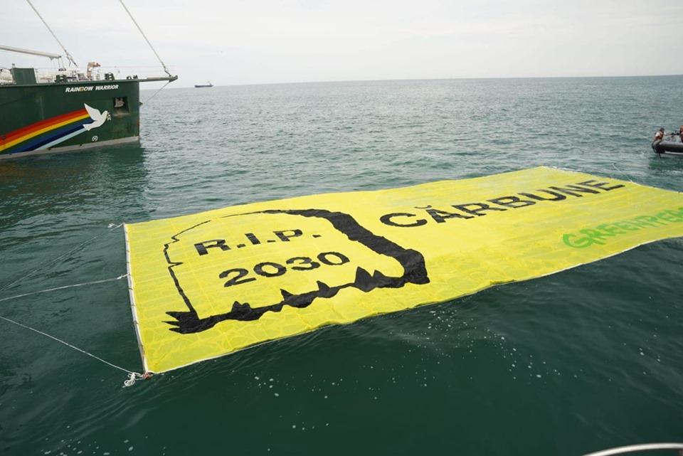 2 acțiuni Greenpeace România somează Ministerul Energiei să renunțe la cărbune