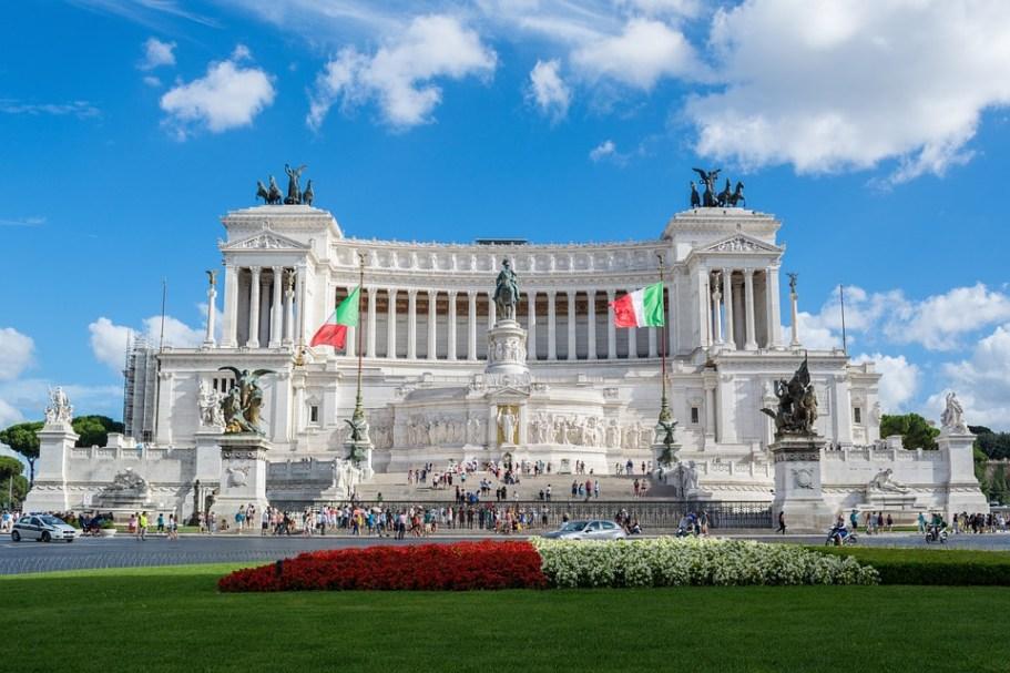 Altare della partia Roma Italia Punto e Virgola blog